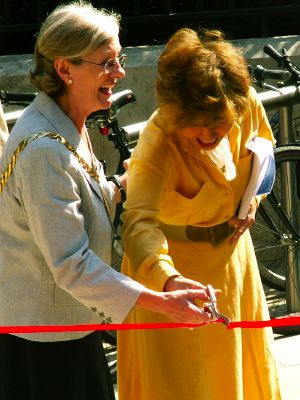 Cllr Vicky Naish and Prunella Scales cut the ribbon