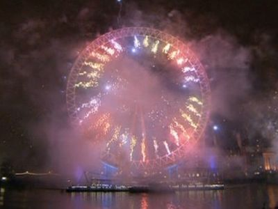 Mayor confirms Thames fireworks to see in 2007