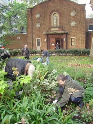 Volunteers help to make Bankside's open spaces greener