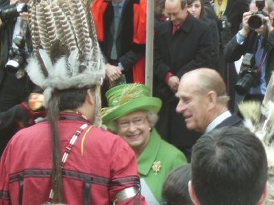Queen at Southwark Cathedral for Mohegan ceremony
