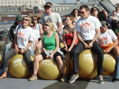 600 space hoppers on the Millennium Bridge