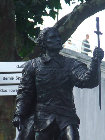 Laurence Olivier statue unveiled on South Bank