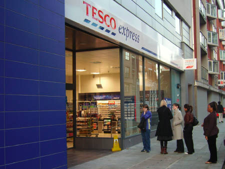 Tesco Express Opens In Long Lane 19 October 2007