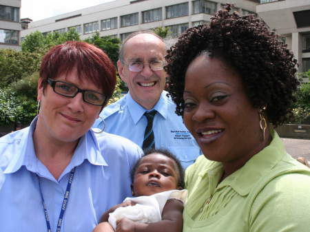 Mum who gave birth in St Thomas' car park thanks hospital colleagues