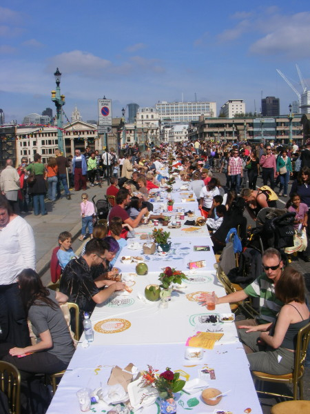 Southwark Bridge was lined with banqueting tables