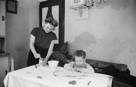 Home Life in Southwark by Bert Hardy