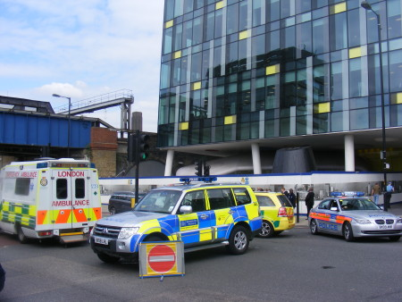 Gun fired at police officers near Blackfriars Road