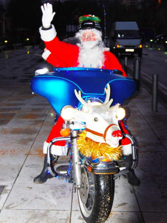 Father Christmas visits SE1 children's hospital on a Harley Davidson