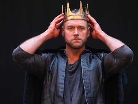 Elliot Cowan as Macbeth (Photo: Ellie Kurttz)