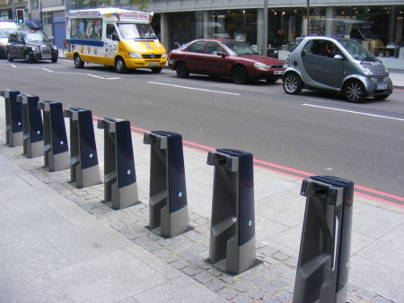 London's first cycle hire docking station installed in Southwark Street