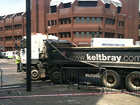 Cyclist injured in Borough High Street lorry collision