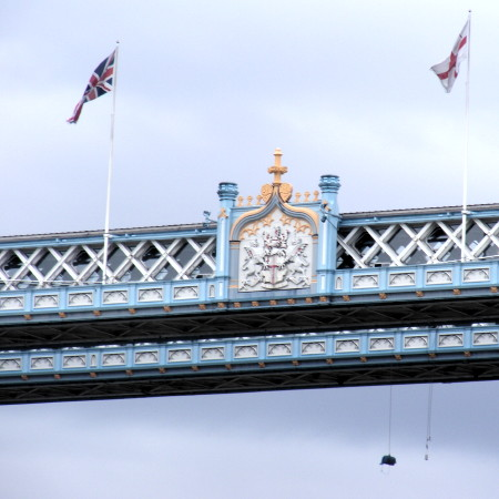 Bundle of straw hangs from Tower Bridge as high-level cradle is installed