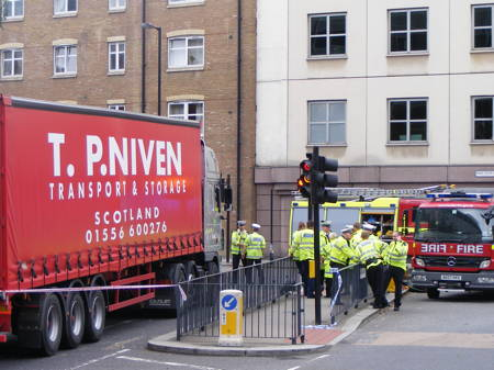 Cyclist injured in lorry collision at Great Dover Street & Long Lane junction