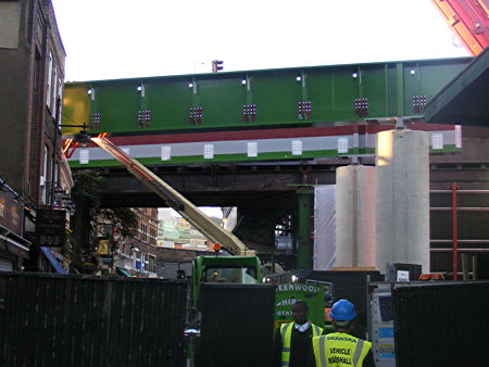 Thameslink rail bridge installed above Wheatsheaf at Borough Market