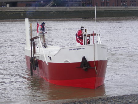 Sculptor's walking boat fails to make it onto the Bankside beach
