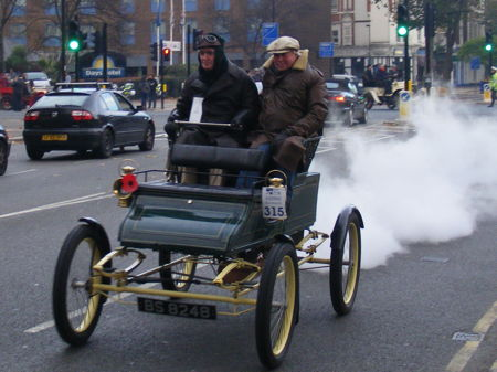 Hundreds of historic cars cross Westminster Bridge