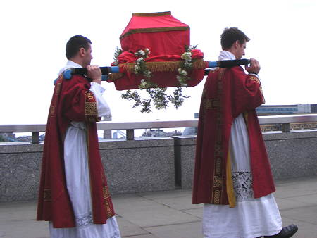 Relic of St Thomas Becket carried in procession to London Bridge