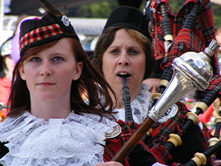 Dagenham Girl Pipers