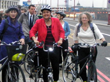 Blackfriars Bridge packed with cyclists as campaign continues