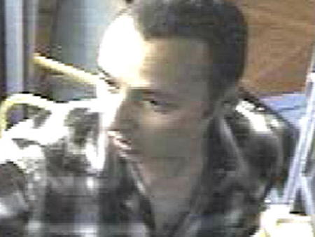 Police seek man who threatened 21 bus driver at London Bridge