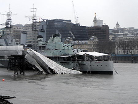 Giant crane lifts HMS Belfast's collapsed gangway out of the river