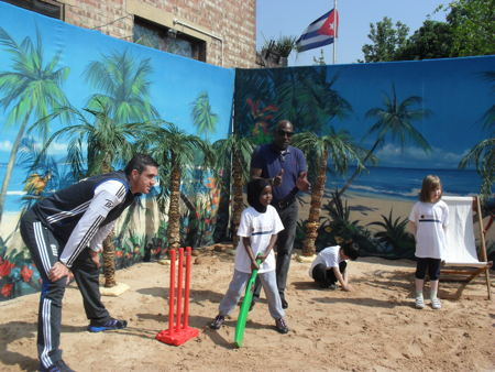 Kevin Pietersen and Sir Viv Richards visit Waterloo school