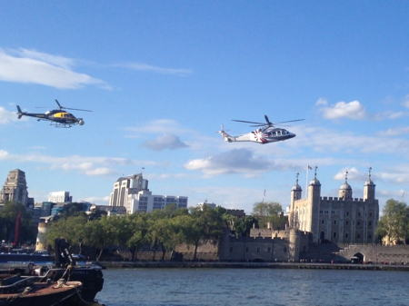 Helicopters fly through middle of Tower Bridge