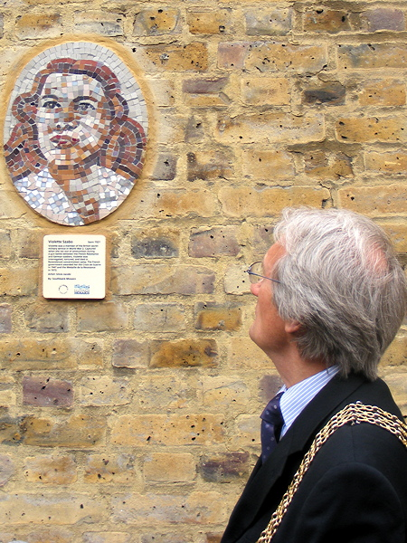 The Mayor admires the portrait of Violette Szabo