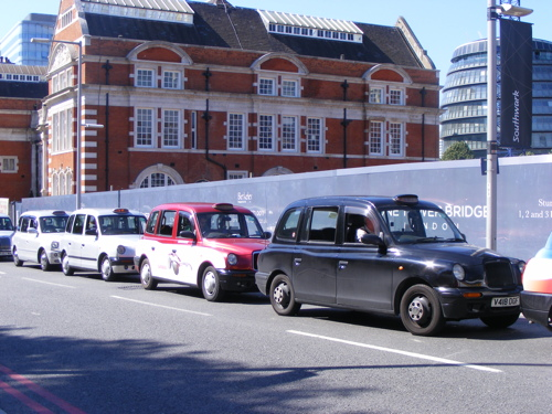 Taxi drivers hold Olympics protest on Tower Bridge