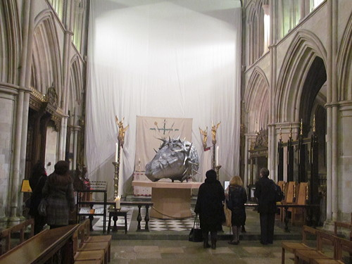 Dramatic sculpture installed at Southwark Cathedral