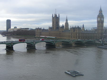 Westminster Bridge gaming scams: 100 arrests in five months