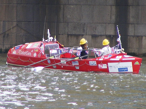 Round-Britain rowing race starts at Tower Bridge