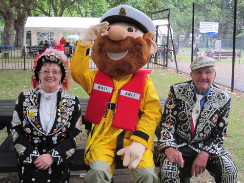 Pearly King & Queen lead Lambeth Walk extravaganza at SummerFest