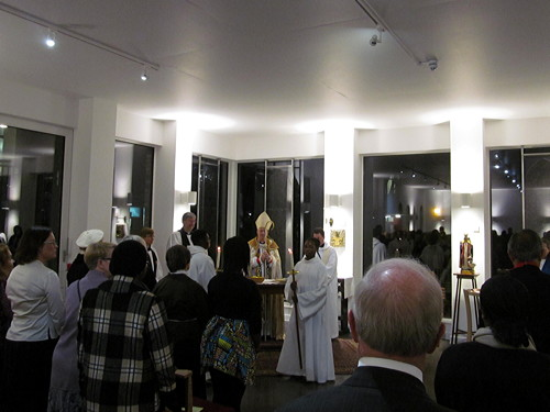 New St Hugh's church dedicated by Bishop of Southwark