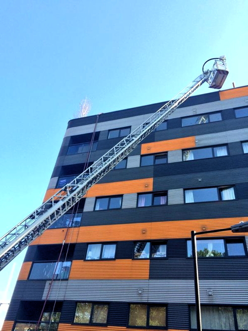 Fire on roof of Tower Bridge Road flats