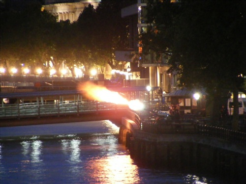 Sunset salute for First World War dead at Pool of London