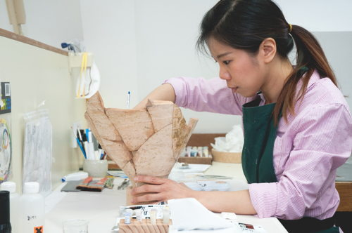 London Bridge Roman amphora conserved after 15 years on show