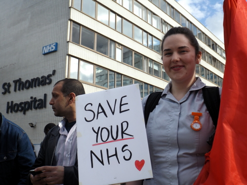 Nurses hold protest outside St Thomas' Hospital