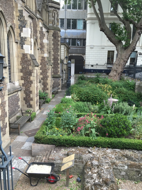 Southwark Cathedral churchyard gets a makeover