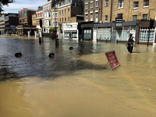 Kennington flood leaves much of SE1 without water