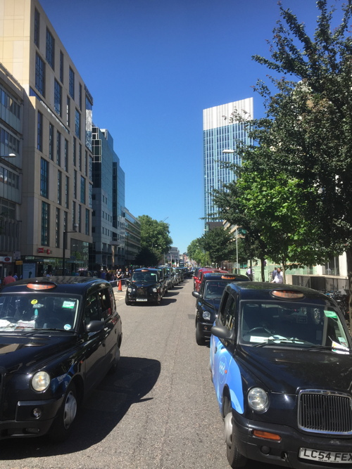 Taxi drivers' protest against TfL brings Blackfriars Road to a halt