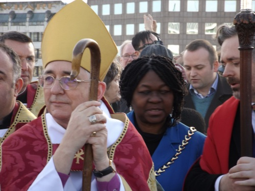 Bishops of London and Woolwich meet on London Bridge