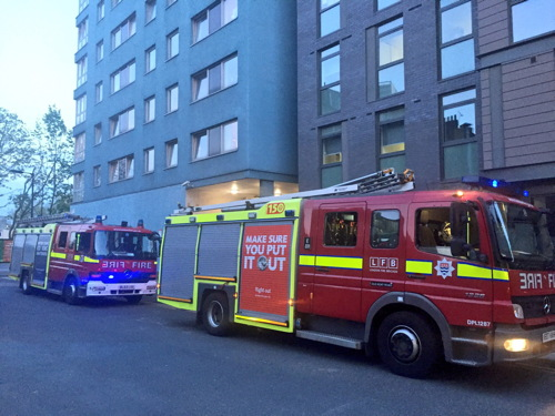 Fire on Elephant & Castle rail bridge sends ashes onto pavement