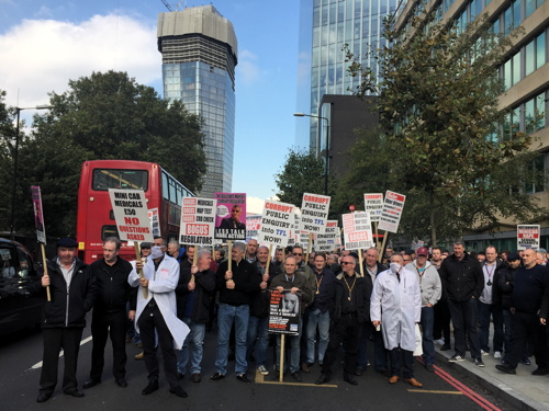 Taxi drivers halt Blackfriars Road traffic in TfL protest