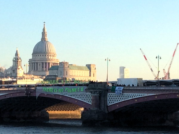 Trump inauguration: campaigners unfurl banners on Thames bridges