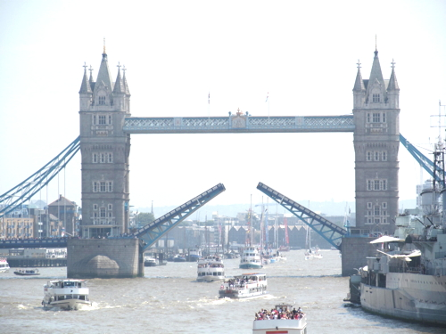 City set to loosen controls on Tower Bridge filming to raise £10k