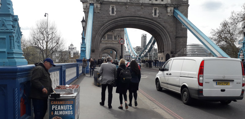 Tower Bridge: further crackdown on illegal traders
