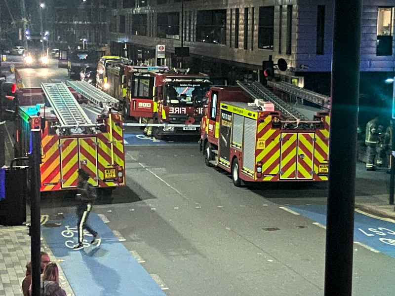 More than 100 firefighters called to Southwark Bridge Road blaze