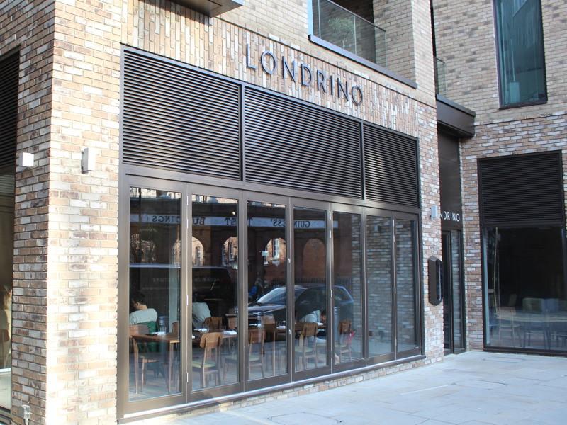 londrino portuguese restaurant in snowsfields near london. Black Bedroom Furniture Sets. Home Design Ideas